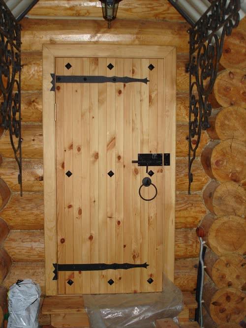 фото: красивая деревянная дверь