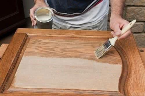фото: покраска просто деревянной двери