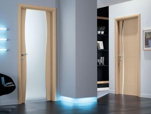 фото: распашные двери