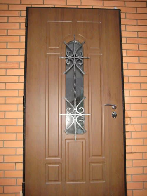 фото: входная деревянная дверь