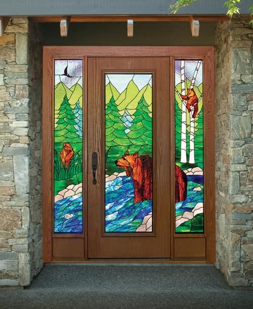 фото: входная парадная дверь с витражом