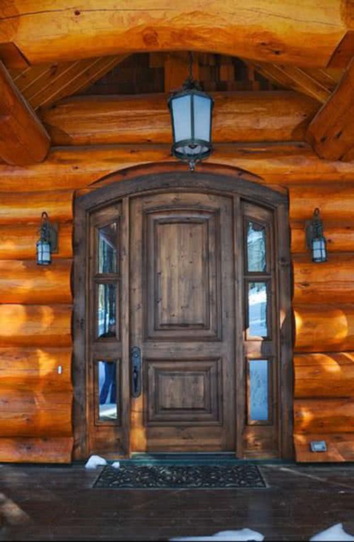 фото: декорированная арочная дверь