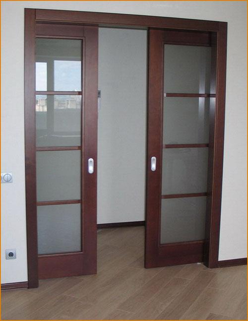 фото: размещение дверей в коробе стены