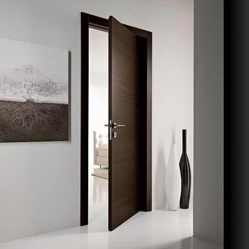 Любая дверь в интерьере должна выглядеть закончено