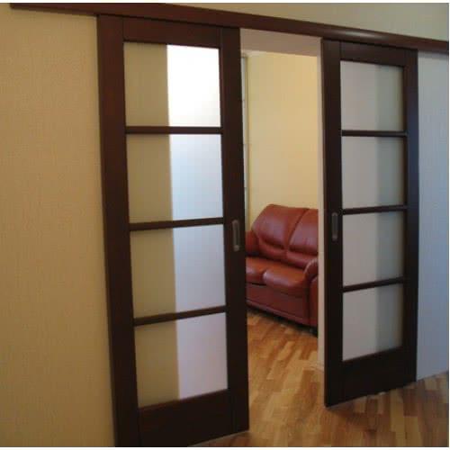 фото: Раздвижная межкомнатная дверь из массива