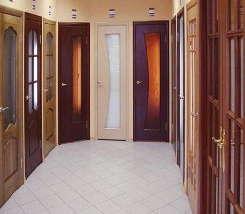 фото: Разнообразие дверей из массива