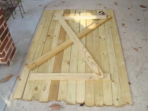 фото: Сборка щитовой деревянной двери