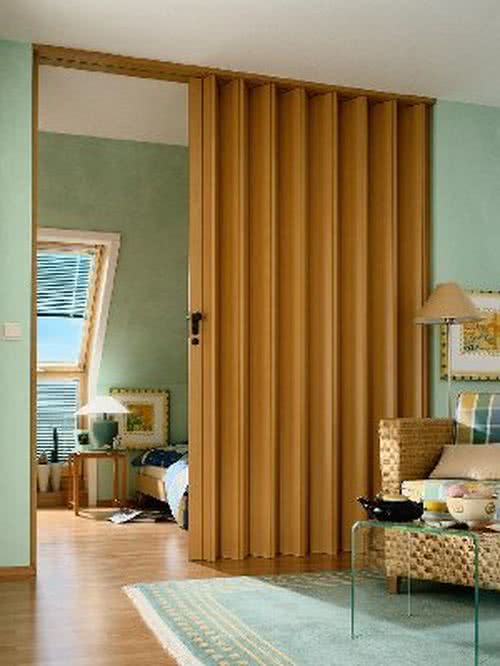 фото: дверь гармошка в дизайне квартиры