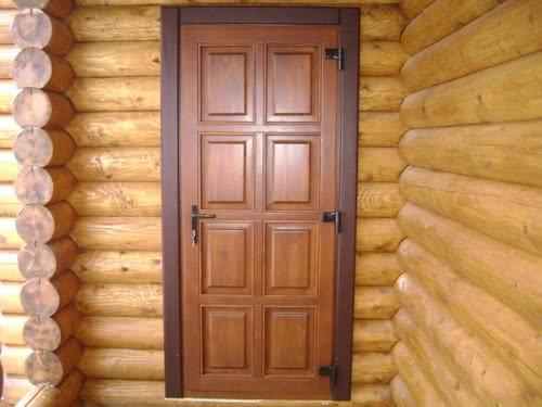 фото: Дверь для дачи из массива сосны