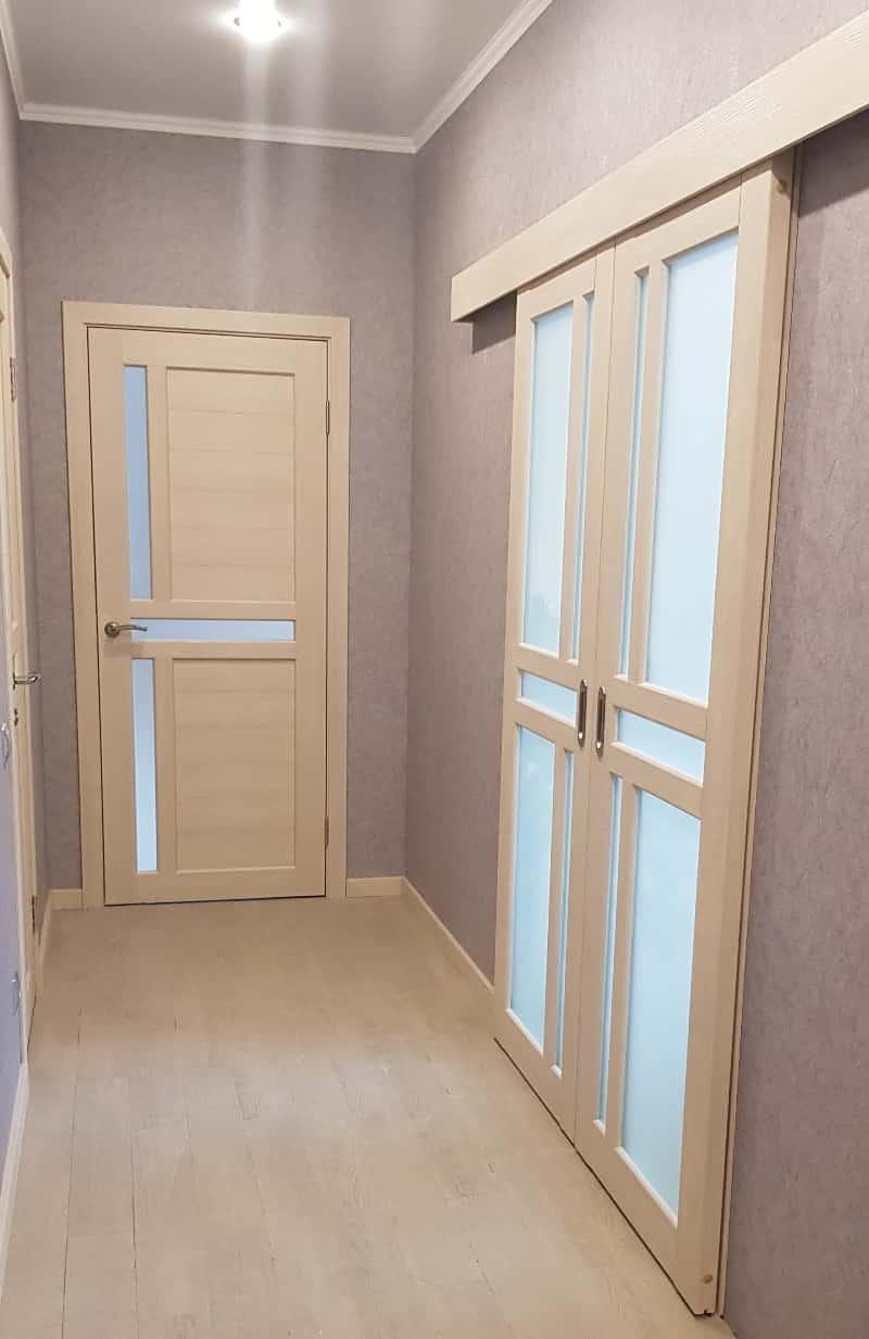 плинтус и раздвижные двери