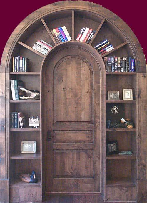 фото: деревянная арочная дверь