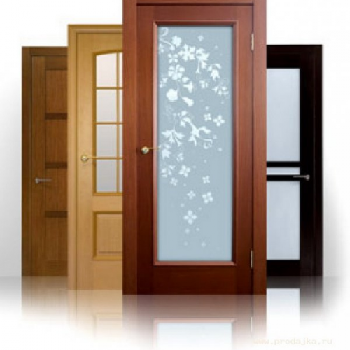 Фото: Деревянные двери для ванной и туалета