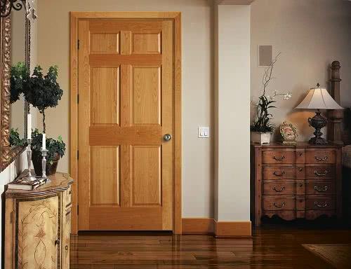 фото: Деревянная дверь из массива дуба