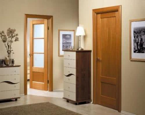 фото: дверь из осины