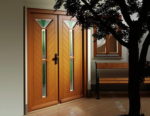 фото: дверь покрытая лаком