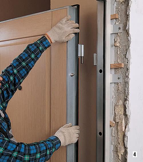 фото: крепление дверного полотна к коробке