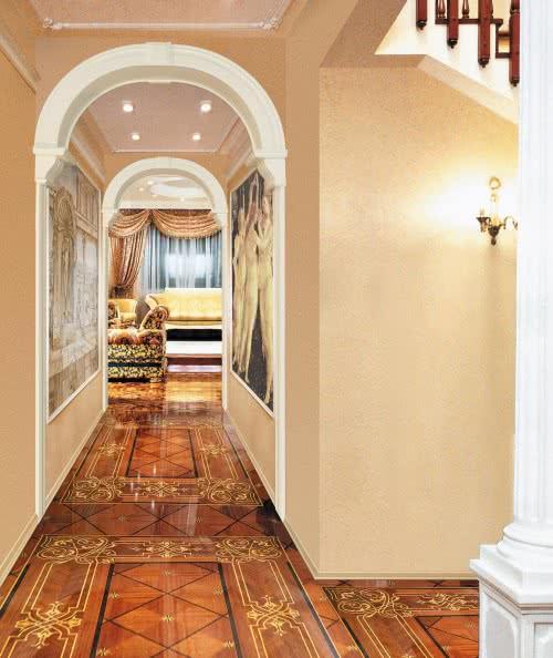 фото: Арки, украшающие длинный коридор в квартире