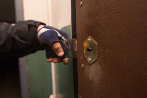 фото: Метод открывания двери при сломанном ключе или замке