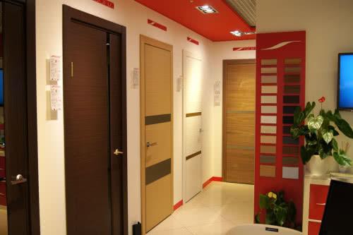 фото: Широкий ассортимент дверей и доборов в Леруа Мерлен