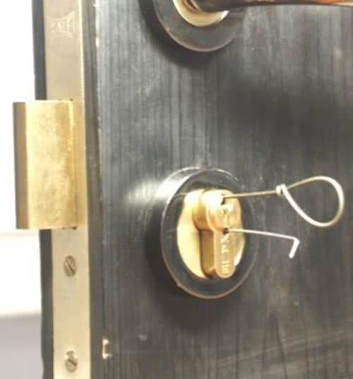 фото: Способы устранения обломка из замка