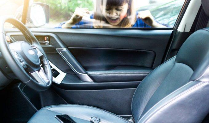 Закрылась дверь авто: что делать и к кому обращаться?
