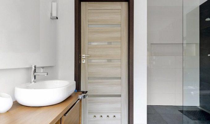 Секреты выбора двери в ванную комнату