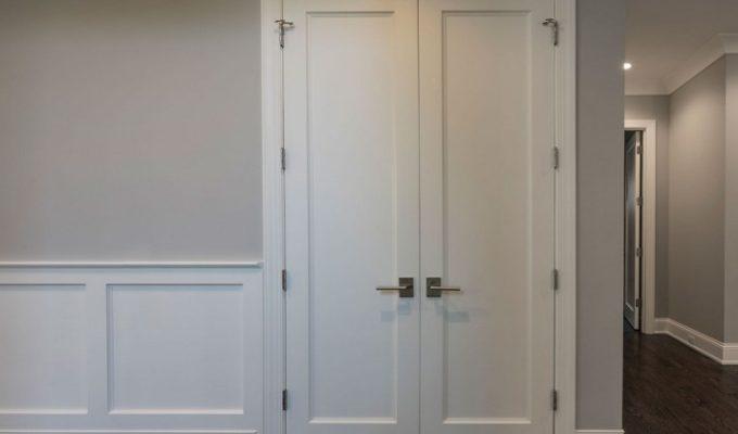 Виды двустворчатых дверей: недостатки и преимущества